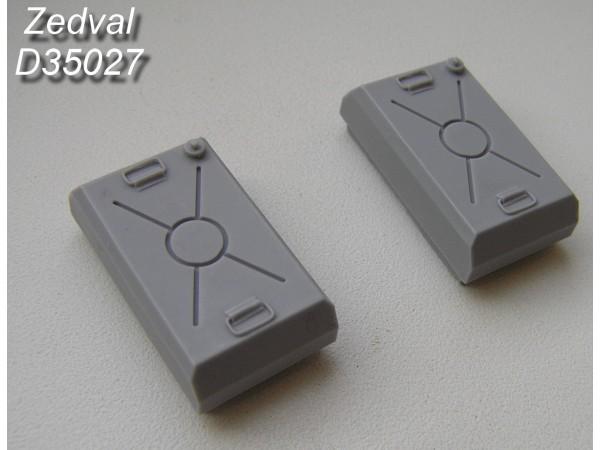 ZdD35027   Наружные топливные баки раннего типа для конверсии моделей T-55           External fuel tanks for the conversion of early-type T-55 models (thumb7387)