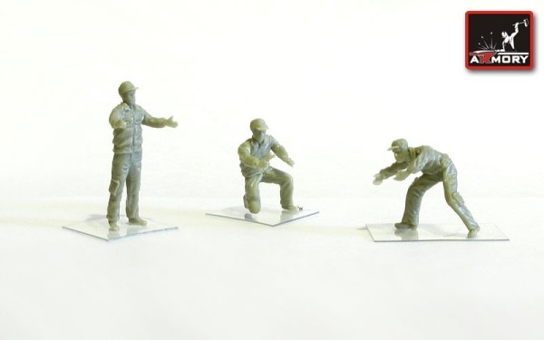 AR F7214       1/72 Soviet/Russian modern airfield groung personnel - 3 figures (thumb13121)