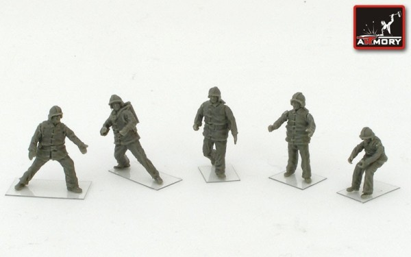 AR F7215       1/72 Soviet/Russian Airfield firefighters (modern) (thumb13123)