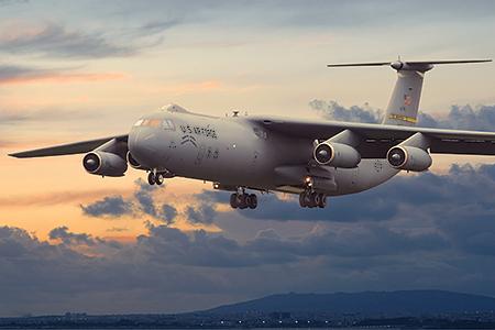 RN325   Lockheed C-141B Starlifter (thumb20343)
