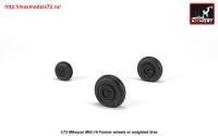 AR AW72051   1/72 Mikoyan MiG-19 Farmer wheels w/ weighted tires (attach2 25556)