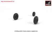 AR AW72051   1/72 Mikoyan MiG-19 Farmer wheels w/ weighted tires (attach3 25556)