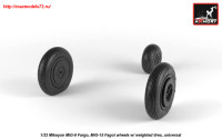 AR AW32013   1/32 Mikoyan MiG-9 Fargo / MiG-15 Fagot (early) wheels w/ weighted tires (attach3 25531)