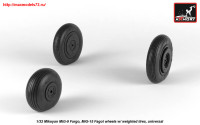 AR AW32013   1/32 Mikoyan MiG-9 Fargo / MiG-15 Fagot (early) wheels w/ weighted tires (attach1 25531)
