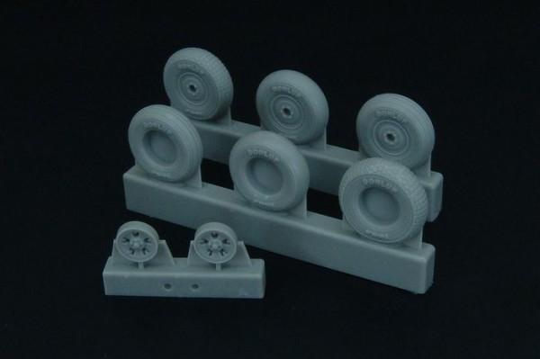 BRL48098   Spitfire 5 spoke wheels set (3 types of tires) (thumb32168)