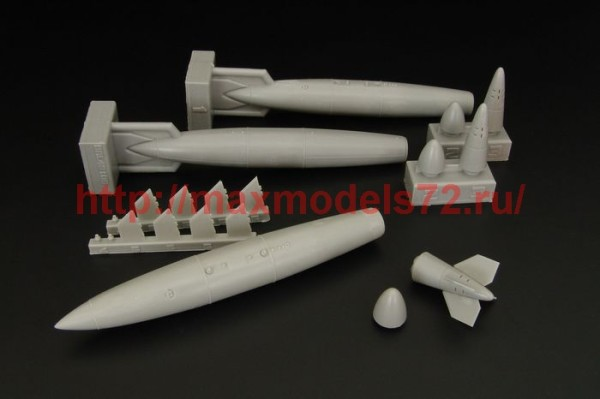 BRL48105   US 300gal Fuel tanks (thumb36371)