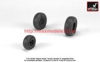 AR AW72334   1/72 UH-60 Black Hawk wheels w/ weighted tires (attach1 41245)