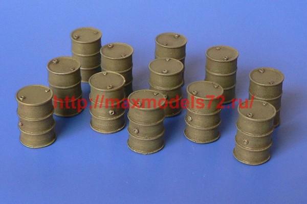 HLH72118   Fuel barrels (thumb49955)